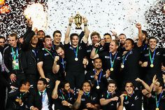 The ABs and their Cup - Page 20 - Rugby World Cup 2011 - Photo galleries - Yahoo! New Zealand Sport Rugby 7's, All Blacks Rugby Team, Nz All Blacks, Rugby Club, Rugby Teams, Dan Carter, Maori People, New Zealand Rugby, World Cup Winners