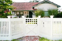 10 Worthy Cool Tips: Small Fence Arbors easy fence for dogs.Fence Planters How To Build front yard fence aluminum. Dog Fence, Front Yard Fence, Small Fence, Wooden Fence Gate, Fence Doors, Fence Landscaping, Backyard Fences, White Fence, Green Fence
