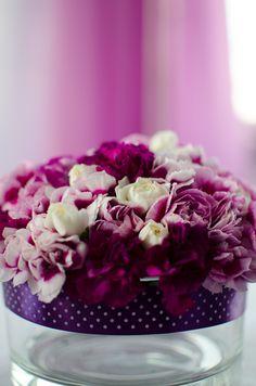 Każdego roku zmienia się paleta modnych barw.  Zawsze warto brać pod uwagę własne upodobania i według nich organizować weselne dekoracje :)