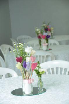Decoração para aniversário simples Wedding Table Centerpieces, Wedding Decorations, Table Decorations, Kitchen Shower Decorations, Wedding Fayre, Table Arrangements, Centre Pieces, Diy And Crafts, Preparado