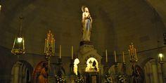 Interior del templo inferior, Santuario de Nuestra Señora de Lourdes. Santos Lugares, provincia de Buenos Aires.