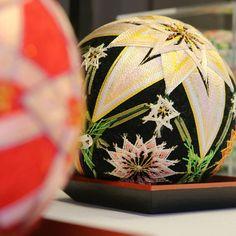2018.2.26 『日本手毬』の図 . . 糸が織り成す 日本伝統文化 . 鮮やかな色彩で ほんとに美しい . . #手毬 #美しい