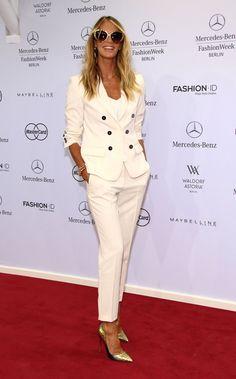 Pin for Later: Die Stars machen Berlin zum Mode-Mekka bei der Fashion Week Elle Macpherson bei der Schau von Marc Cain