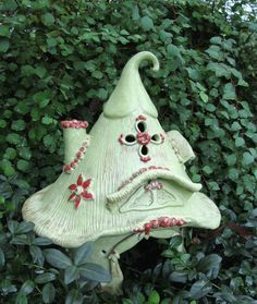 This toad house would make the best garden accessory! If you get a chance look at the rest of her items.