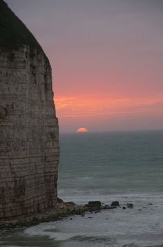 Sunset in Yport, Upper Normandy_ France Beautiful Sunset, Beautiful World, Beautiful Places, Places To See, Places To Travel, Ville France, Le Havre, All Nature, Paris