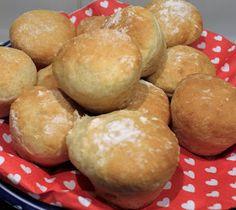 """""""Helpot kauraiset muffinisämpylätaamu- tai iltateelle! Ja mikä ihaninta, näitä sämpylöitä ei tarvitse pyöritellä!"""" Kauraiset muffi... Baking Recipes, Healthy Recipes, Baking Ideas, Bread Rolls, Daily Bread, Lunches And Dinners, Bakery, Food And Drink, Yummy Food"""
