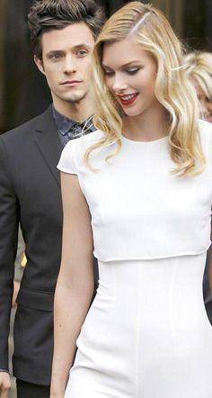 Acabei de decidir que é assim que Leela e Jesse se parecem... Yup, assim. #Stitchers