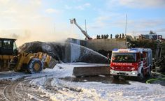 Großeinsatz bei Brand auf dem Gelände eines Recyclingunternehmens in Ohlsdorf - laumat at