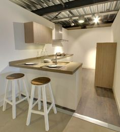 Ruimtelijk keukenontwerp matlak met Caesarstone werkblad met barblad - kleur blad niet mooi!
