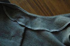Technique de la sous-piqûre pour maintenir les parementures et les ceintures bien à plat