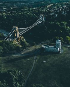 Clifton Suspension Bridge photo by Ryan Searle (@ryansearle) on Unsplash