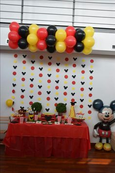 The balloons and the hanging garland Mickey Mouse Theme Party, Mickey Mouse Birthday Decorations, Fiesta Mickey Mouse, Mickey Mouse Birthday Invitations, Mickey Mouse Baby Shower, Mickey Mouse Clubhouse Birthday Party, Mickey Mouse 1st Birthday, Mickey Mouse Backdrop, 2nd Birthday