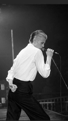 micromania フ portrait seventies David Bowie, Thin White Duke Tour Glam Rock, David Bowie Fashion, Station To Station, Aladdin Sane, Tv Show Music, The Thin White Duke, Ziggy Stardust, Lady Stardust, David Jones
