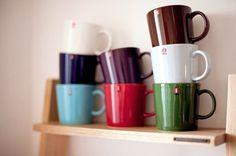 Iittala Teema mugs - love the colors! Porcelain Ceramics, Ceramic Bowls, House At Pooh Corner, Kitchenware, Tableware, Kosta Boda, Object Lessons, Dinnerware Sets, Kitchen Styling