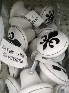 Fleur de Lis knobs -- can make/will make! Furniture Wax, Building Furniture, Royal Bedroom, Paris Rooms, Southern Hospitality, Chalkboard Paint, Where The Heart Is, Wooden Beads, Decoration