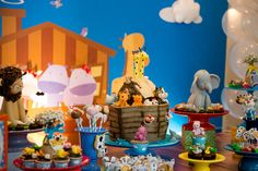 Essas são da festa lindíssima do Nicholas, que aconteceu sábado passado, no Clube Caiçaras. Com o tema Arca de Noé a decoração estava uma fofura e super colorida! Destaque especial para o bolo: tudo que vocês vêem nessa super Arca de Noé é comestível e estava delicioso!