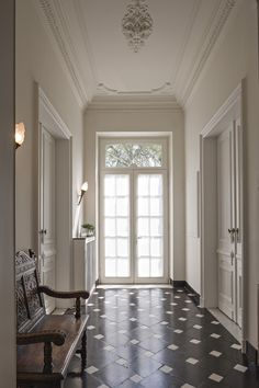 Halls and walls Design Entrée, Floor Design, House Design, Interior Architecture, Interior And Exterior, Interior Design, Entry Hallway, Hallway Ceiling, Ceiling Trim