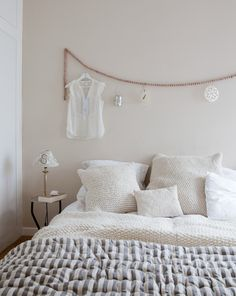 Natural bedroom with a white base and soft tones | Styling @cscheulderman | Photographer Jeltje Janmaat | vtwonen April 2013