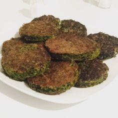 Kokoo Sabzi  Persische Kräuterfrikadelle vegetarisch. Mit #Petersilie #Dill #Koriander #Lauchzwiebeln #Eier #Mehl Salz und Kurkuma.  #kookoosabzi #persianfood #food #iran #persian #veggie #vegetarisch #essen #lowcarb #kräuter #Gemüse by frida.k90