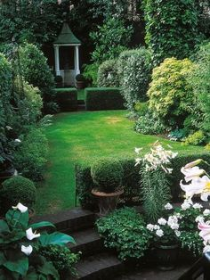 Landscaping a long thin yard gardens curves and hgtv shows for Rectangular garden design