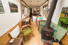 Stylish Narrow Boat in city centre in Bristol Barge Interior, Best Interior, Home Interior Design, Canal Barge, Canal Boat, Narrowboat Interiors, Narrow Boat, Make A Boat, Floating House