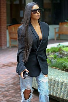Celebrity Street Style    Picture    Description  Kim Kardashian At A Medical Building In Los Angeles – January 06, 2017     https://looks.tn/celebrity/street-style/celebrity-street-style-kim-kardashian-at-a-medical-building-in-los-angeles-january-06-2017/
