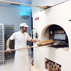 ¿Os imagináis como huele en #MasaMadre cada vez que Bernardo hace pan y pasteles en su horno? No dudéis en #irdepropio a disfrutarlo. ¡Buenos días! #irdepropiomasamadre • Lagasca, 17 •