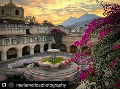 #mulpix DESPEDIDA MULTICULOR — El  #sol descansa detrás de los volcanes en un dorado  #atardecer  Fotografía:  @mariamerlosphotography ・・・  #conventodelamerced  #merced  #convento  #antigua  #Guatemala  #PrensaLibre  #MiLugarFavoritoPL  #RetoinstagramPL  #QuéBuenoEsMiPaís