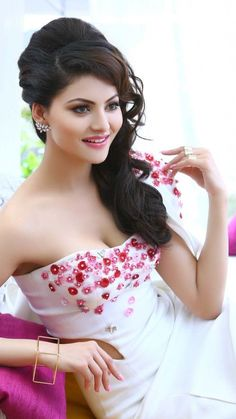 Looking for Urvashi Rautela Bikini Photos Fashion Beautiful Bollywood Actress, Most Beautiful Indian Actress, Bollywood Heroine, Bollywood Fashion, Beauty Full Girl, Beauty Women, Beautiful Celebrities, Beautiful Actresses, Glamour