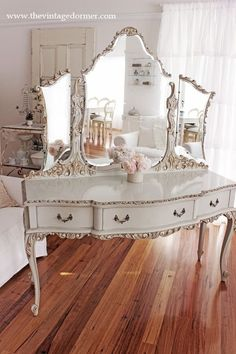 16 DIY vintage decor designs that give every home a special charm -. - 16 DIY vintage decor designs that give every home a special charm – - Diy Vintage, Vintage Vanity, French Vanity, White Vanity, Antique Vanity, Vintage Makeup, Shabby Vintage, Vintage Nike, Vintage Stuff