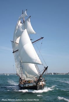 Sailing Pictures, Moby Dick, Bateau Pirate, Old Sailing Ships, Classic Sailing, Wooden Ship, Tug Boats, Sail Away, Submarines