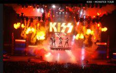 Pirotécnia, pantallas, escenografía y la última tecnología para hacer de esas dos horas de concierto una experiencia inolvidable para los miles de fanáticos. | 16 Escenarios del Rock