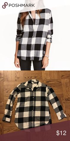 H&M Flannel Shirt This flannel button-down shirt is the perfect addition to any casual look this winter  No flaws | No trades H&M Tops Button Down Shirts