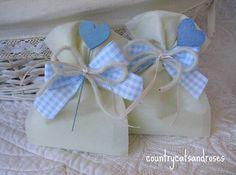 countrycatsandroses: ...di bianco e d'azzurro..e un tocco d'argento!