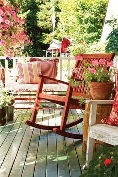 45 Awesome Farmhouse House with Rocking Chair Porch Cottage Porch, Red Cottage, Home Porch, House With Porch, House Roof, Porch Nook, Cottage Style, Back Porches, Decks And Porches