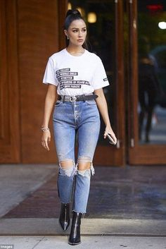 Olivia Culpo looks rested in NYC. just six hours after leaving bash - Olivia Culpo looks rested in NYC… just six hours after leaving bash Tell it like it is in a slo - Olivia Culpo, Denim Outfits, Casual Outfits, Fashion Outfits, Look Fashion, Fashion News, Mens Fashion, Casual Chic, Style Gigi Hadid