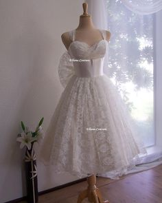 READY TO SHIP. Iris - Retro Style Bridal Gown. Ivory Lace Tea Length Wedding Dress. Vintage Look.