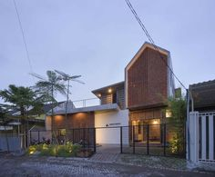 Co-Sharing Office  / Andyrahman Architect