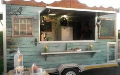 Cape Town's Top 10 Food Trucks for Weddings Image: Nastassja Harvey For those of you lovely brides planning a whimsical wedding in an enchanted forest or field of wildflowers (which may very well not have catering facilities), the great adva… Coffee Truck, Coffee Carts, Food Trucks, Catering Trailer, Food Trailer, Concession Trailer, Decoration Restaurant, Rustic Restaurant, Coffee Trailer