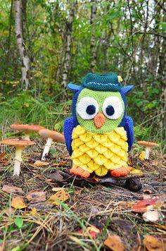 Big Owl with Green Hunters Hat Large door VliegendeHollander