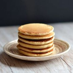 If there's one type of baking I feel I've mastered, it's pancakes! I've even joked about writing my own recipe book solely of different pancake recipes. And it all started with these little beauties. Waffles, Baked Pancakes, Breakfast Pancakes, Keto Pancakes, Breakfast Snacks, Breakfast Ideas, Dessert Simple, Crepes, Golden Syrup Cake