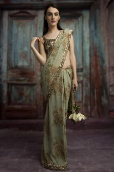 Our Ideals are ever-evolving, Yet are feet are firmly planted in India's rich and glorious heritage. Also, worldwide shipping is available. Indian Dresses, Indian Outfits, Indian Saris, Indian Clothes, Indian Ethnic, India Fashion, Asian Fashion, Sabyasachi Sarees, Designer Bridal Lehenga