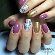 Marble Patterned Nails with Gold. The combination of uniquely patterned nails with the simple purple and gold glitters is always in trend. S this spring, this could be your style especially when you are attending some amazing spring festivals.