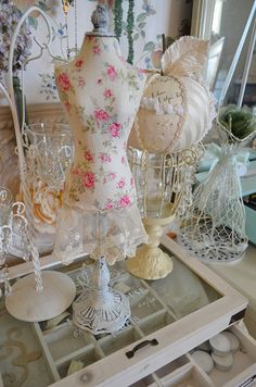 I'm glad I finally added a pretty shabby chic print and vintage lace on this mini dressform.