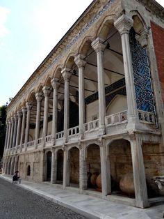 Tiled Kiosk (Çinili Köşk) is a pavilion set within the outer walls of Topkapı Palace and dates from 1472, Fatih, Istanbul, Turkey Copyright: Aleksandar Dekanski
