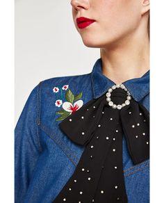 Imagen 4 de COLLAR LAZO BROCHE Y PERLAS de Zara Custom Clothes, Diy Clothes, Ribbon Jewelry, Lob Hairstyle, Bow Necklace, Girls Bows, Look Fashion, Hair Bows, Women Accessories