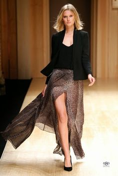 Mango Fall/Winter fashion brand Mango tapped top model Toni Garrn to open and close its fall-winter 2014 runway show which also happened to open… Fashion Brand, Love Fashion, Fashion Show, Autumn Fashion, Fashion Outfits, Fashion Design, Fashion Moda, Toni Garrn, Beautiful Outfits