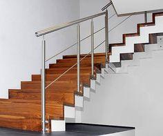 La unión del acero inoxidable con materiales como la madera en la construcción de casas, es una tendencia que habla de sofisticación y vanguardia.