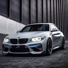 The BMW 2002 Hommage Concept is one of BMW's jewelries. This concept was made after the BMW 2002 model, but it seems that the Bavarians were not too interested in putting it on the market, just Bmw 2002, Porsche 918 Spyder, Bmw M Series, Bmw Performance, Bmw I, Bmw Love, Bmw Cars, Amazing Cars, Ferrari