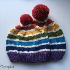 Free pompom hat knitting pattern - toddler and child size || by Saraphir